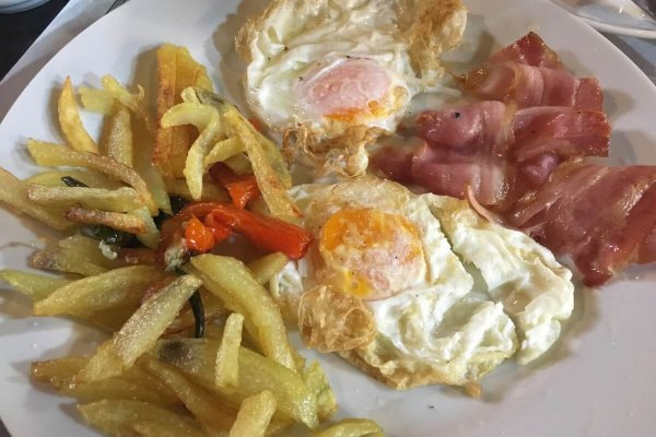 A typical Camino brekky on the go.  Eggs, bacon, chips with bread on the side.