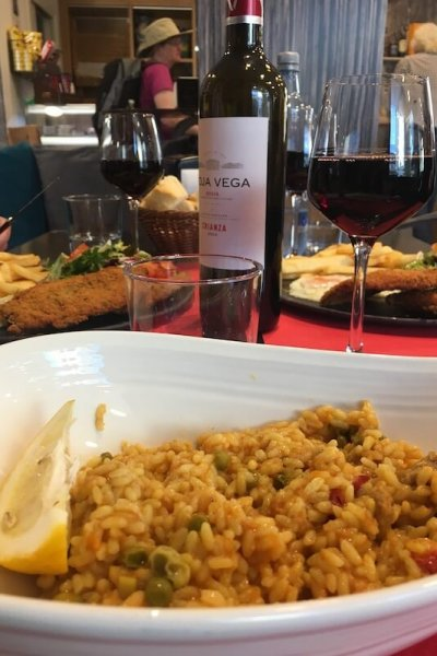 Paella and Spanish wine in Zubiri!
